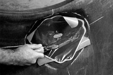 Ремонт диагональных покрышек сельскохозяйственных машин диагональными пластырями РМ11 Tech Шлифовальные шарики Шиноремонтный инструмент Шиноремонтные материалы Шиномонтажник Шиномонтаж Шероховальные машинки Технология ремонта Тальк шиномонтажный Сырая резина Ролики закаточные Публикации Пластыри кордовые Очиститель Ножи для шиномонтажа Мел для шиномонтажа Клей Вулканизационная жидкость Вулканизатор Восстановитель бескамерного слоя Tech