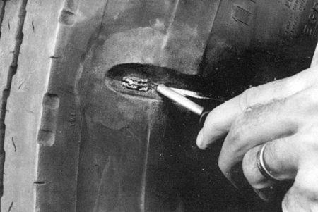 Ремонт боковых порезов на грузовых радиальных покрышках радиальными пластырями РМ8 Tech Шлифовальные шарики Шиноремонтный инструмент Шиноремонтные материалы Шиномонтажник Шиномонтаж Шероховальные машинки Технология ремонта Тальк шиномонтажный Сырая резина Ролики закаточные Публикации Пластыри кордовые Очиститель Ножи для шиномонтажа Мел для шиномонтажа Клей Вулканизационная жидкость Вулканизатор Восстановитель бескамерного слоя Tech