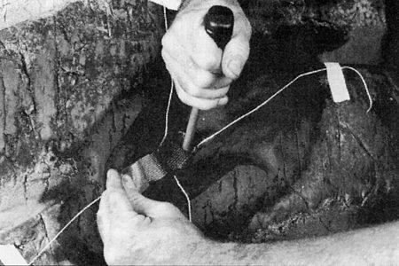 Ремонт диагональных покрышек внедорожной техники диагональными пластырями РМ15 Tech Шлифовальные шарики Шиноремонтный инструмент Шиноремонтные материалы Шиномонтажник Шиномонтаж Шероховальные машинки Технология ремонта Тальк шиномонтажный Сырая резина Ролики закаточные Публикации Пластыри кордовые Очиститель Ножи для шиномонтажа Мел для шиномонтажа Клей Вулканизационная жидкость Вулканизатор Восстановитель бескамерного слоя Tech