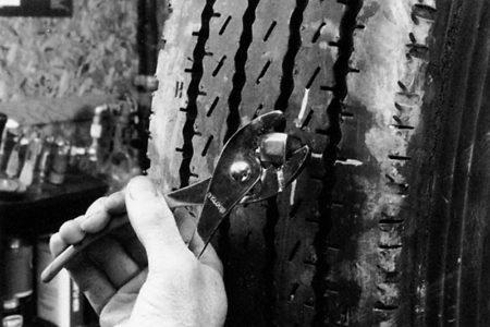 Ремонт радиальной грузовой покрышки с помощью грибка РМ3 Tech Шлифовальные шарики Шиноремонтный инструмент Шиноремонтные материалы Шиномонтажник Шиномонтаж Шероховальные машинки Технология ремонта Тальк шиномонтажный Скребки шиномонтажные Ролики закаточные Публикации Очиститель Обезжириватель Ножи для шиномонтажа Мел для шиномонтажа Клей Карбидные фрезы Грибки для ремонта шин Вулканизационная жидкость Восстановитель бескамерного слоя Tech   Ремонт радиальной грузовой покрышки с помощью грибка РМ3 Tech Шлифовальные шарики Шиноремонтный инструмент Шиноремонтные материалы Шиномонтажник Шиномонтаж Шероховальные машинки Технология ремонта Тальк шиномонтажный Скребки шиномонтажные Ролики закаточные Публикации Очиститель Обезжириватель Ножи для шиномонтажа Мел для шиномонтажа Клей Карбидные фрезы Грибки для ремонта шин Вулканизационная жидкость Восстановитель бескамерного слоя Tech   Ремонт радиальной грузовой покрышки с помощью грибка РМ3 Tech Шлифовальные шарики Шиноремонтный инструмент Шиноремонтные материалы Шиномонтажник Шиномонтаж Шероховальные машинки Технология ремонта Тальк шиномонтажный Скребки шиномонтажные Ролики закаточные Публикации Очиститель Обезжириватель Ножи для шиномонтажа Мел для шиномонтажа Клей Карбидные фрезы Грибки для ремонта шин Вулканизационная жидкость Восстановитель бескамерного слоя Tech