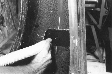Ремонт проколов на покрышке с помощью колышка и армированного пластыря РМ5 Tech Шлифовальные шарики Шиноремонтный инструмент Шиноремонтные материалы Шиномонтажник Шиномонтаж Шероховальные машинки Технология ремонта Тальк шиномонтажный Скребки шиномонтажные Ролики закаточные Публикации Пластыри кордовые Очиститель Обезжириватель Ножи для шиномонтажа Мел для шиномонтажа Колышки для ремонта шин Клей Карбидные фрезы Вулканизационная жидкость Восстановитель бескамерного слоя Tech