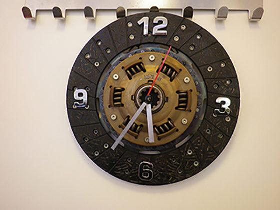 Делаем своими руками часы из диска сцепления. Шиномонтажник Шиномонтаж Самоделки Публикации Водитель Автолюбитель