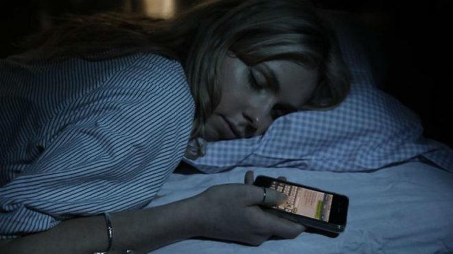 Спать со смартфоном запрещено Интересные новости  Смартфон Новости Мир Интересное Здоровье