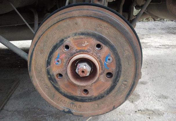 Для автолюбителей 8 маленьких хитростей ремонта автомобиля. Шиномонтажник Шиномонтаж Ремонтник Публикации Автосервис Автомобиль Автолюбитель