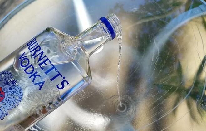 Водка в машине вред или палочка-выручалочка